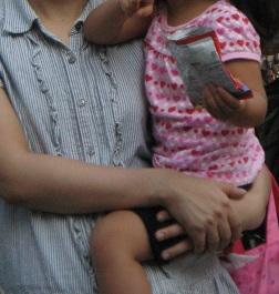 赤ちゃんの抱っこ 楽な抱き方